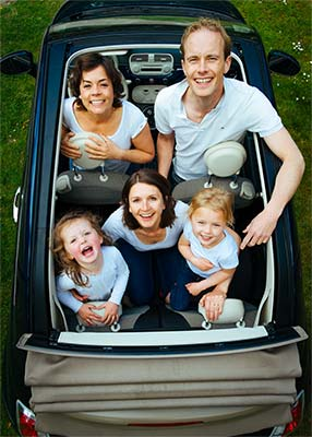 Famille à bord d'une voiture
